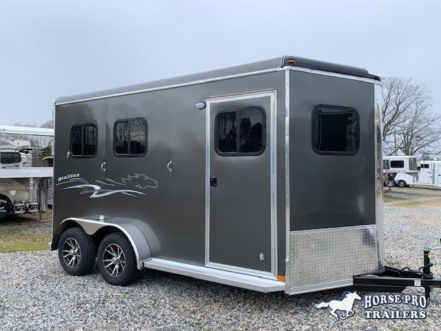 2020 Homesteader 2 Horse Slant Load Bumper Pull w/RAMP & ESCAPE DOOR