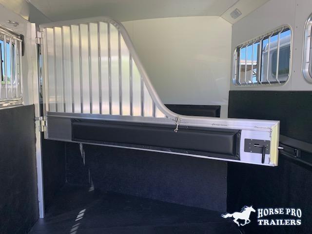 2021 4-Star 3 Horse Slant Load Gooseneck w/SWING-OUT SADDLE RACK & WATER TANK
