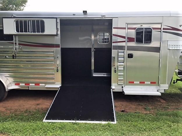 2019 4-Star 2+1 Gooseneck w/WERM FLOORING & QUIET RIDE!
