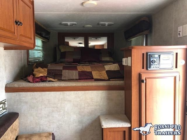 2008 Bison 3 Horse 9' Living Quarters w/HAY RACK