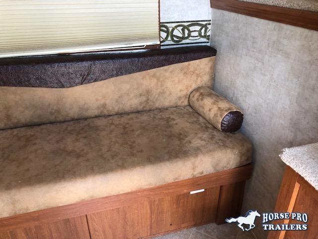 2008 Bison 3 Horse 9' Living Quarters w/HAY RACK