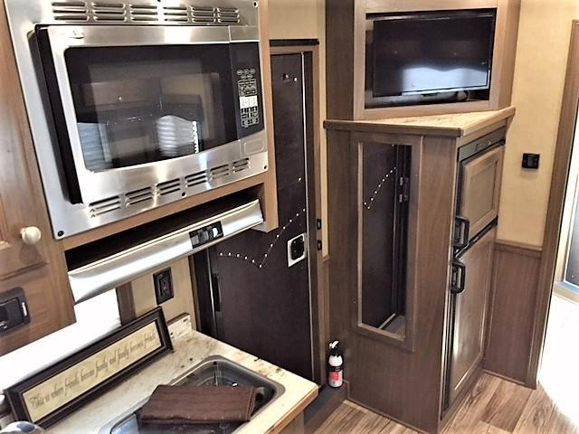 NEW 2018 Cimarron Lonestar Stock Combo 10'9 Outback Living Quarters w/Slide Out & Midtack w/Bunk Beds