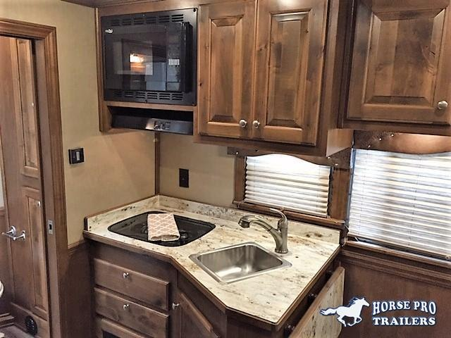 2019 4-Star 3 Horse 10'6 Outback Living Quarters w/RAMP