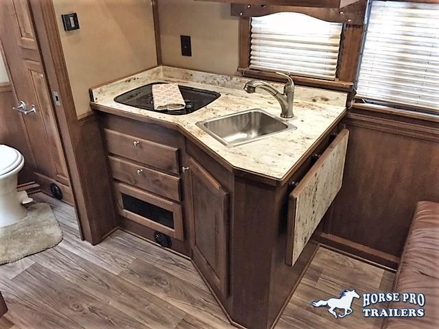 2021 4-Star 3 Horse 10'6 Outback Living Quarters w/RAMP