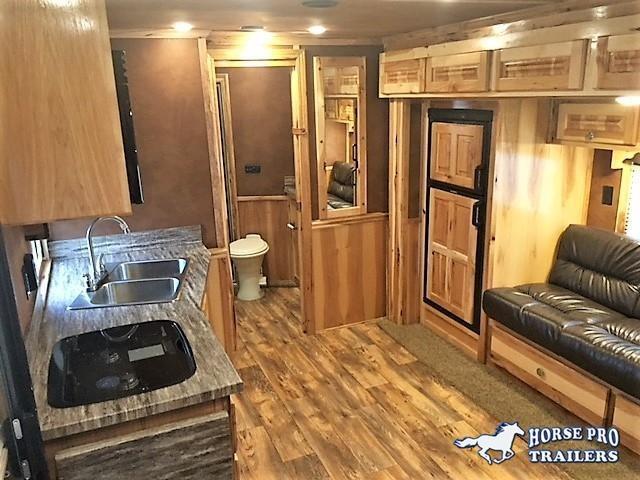 2020 Cimarron 3 Horse 14'6 Living Quarters w/Slide Out