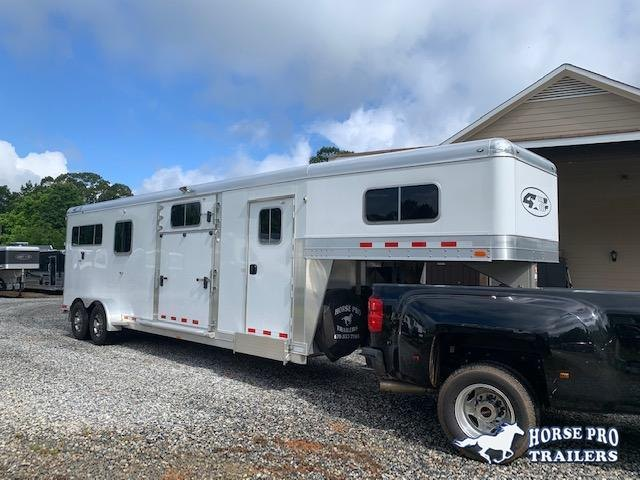2017 4-Star 2+1 Gooseneck w/QUIET RIDE WERM FLOORING & HYDRAULIC JACK!