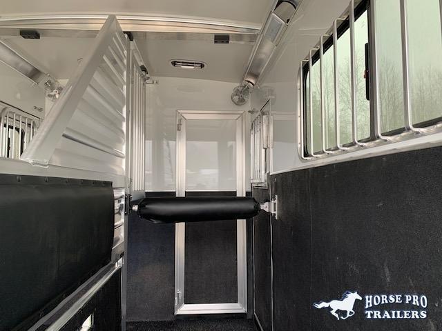 2020 Cimarron 2 Horse Straight Load Gooseneck w/WERM FLOORING & HYDRAULIC JACK