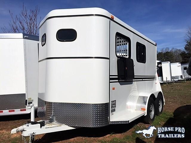 2020 Bee 2 Horse Slant Load Bumper Pull w/padding & DROP WINDOWS