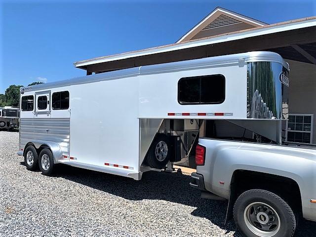 2020 Cimarron 3 Horse Slant Load Gooseneck w/REAR TACK & HYDRAULIC JACK!