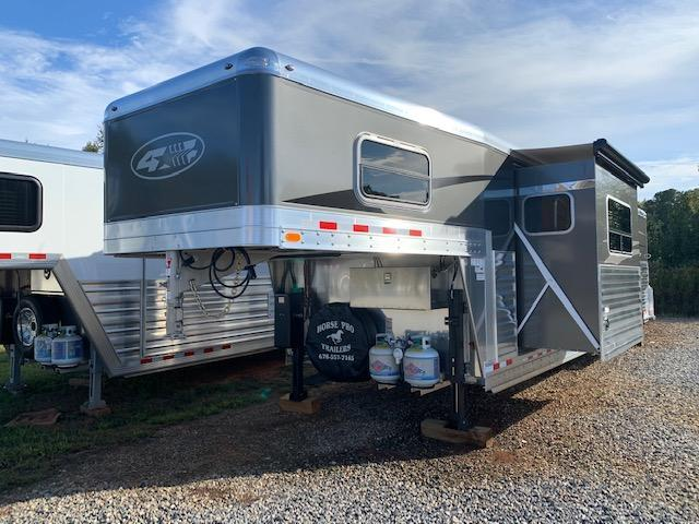 2020 4-Star Deluxe 3 Horse 14' Outback Living Quarters w/Slide Out & DUAL ENTRY!