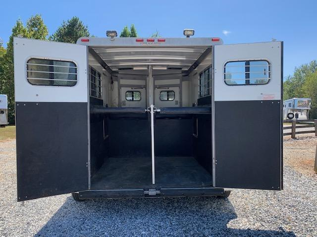 2001 Sundowner 2 Horse Straight Load Bumper Pull- WELL MAINTAINED!