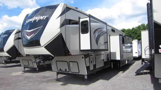 2019 Sandpiper 372LOK Fifth Wheel RV