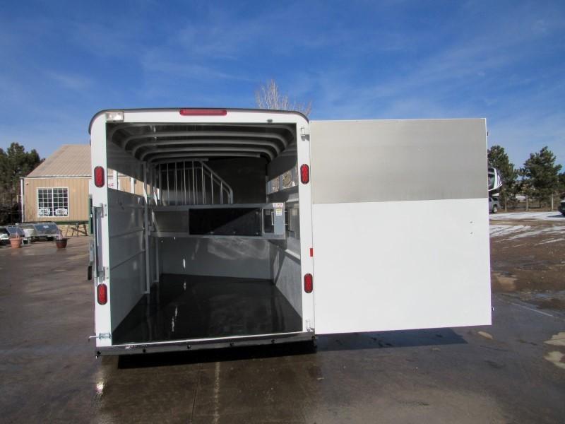 2020 Maverick MAV3HS-7K 17 Horse Trailer