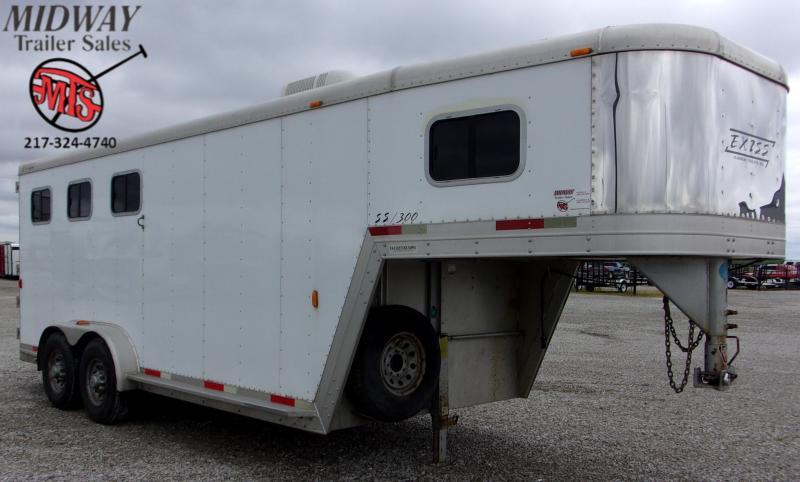 2002 Exiss Trailers SS300 3H w/ 5' SW Dress Horse Trailer