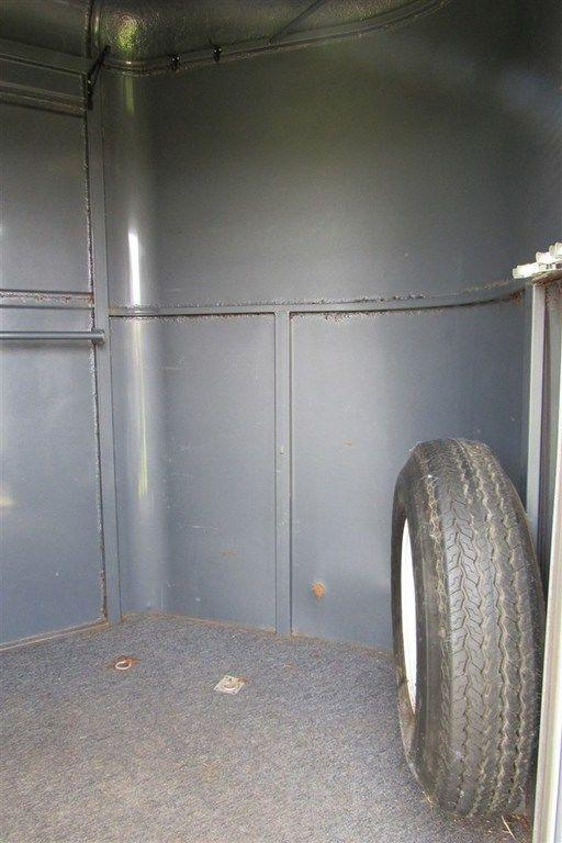 1998 Featherlite STL 2H Straight Load BP w/ 4' Front Dressing Room