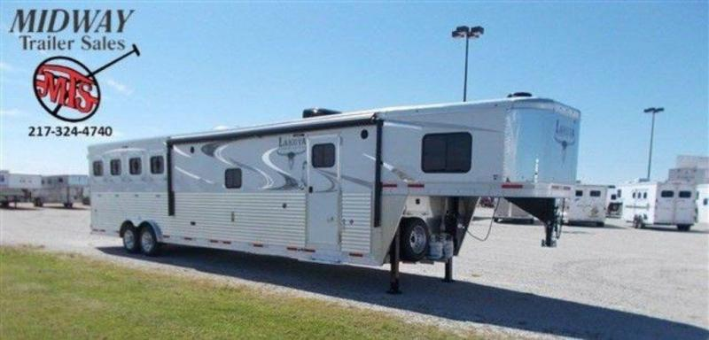 2019 Lakota 8416 4H w/ 16' SW and 9' Slide