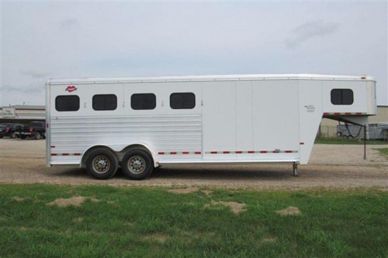 2006 Hart Trailers 4H w/4'SW Front Dress