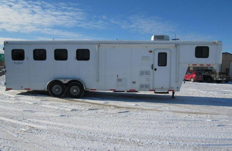 2013 Bison 480 Trail Hand w/ 8' SW Living Quarters