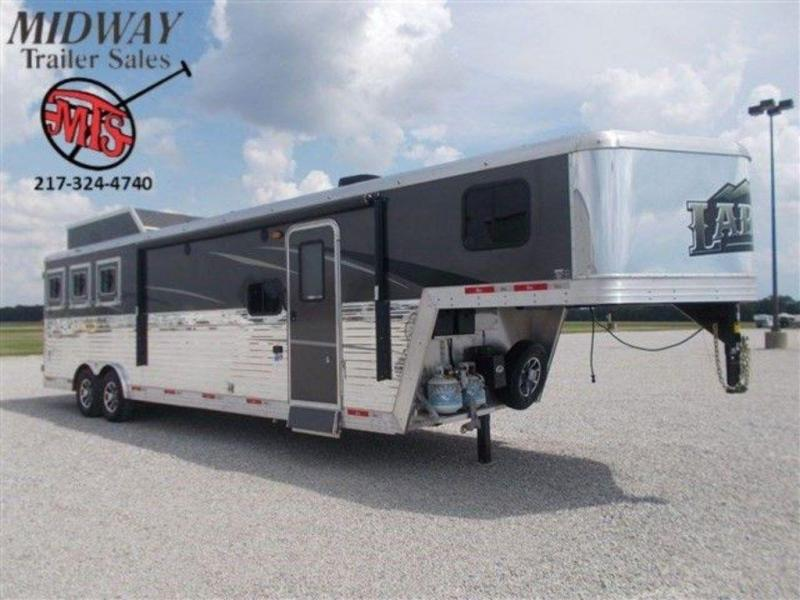 2019 Bison Laredo 8311 3H w/ 11' SW and Slide