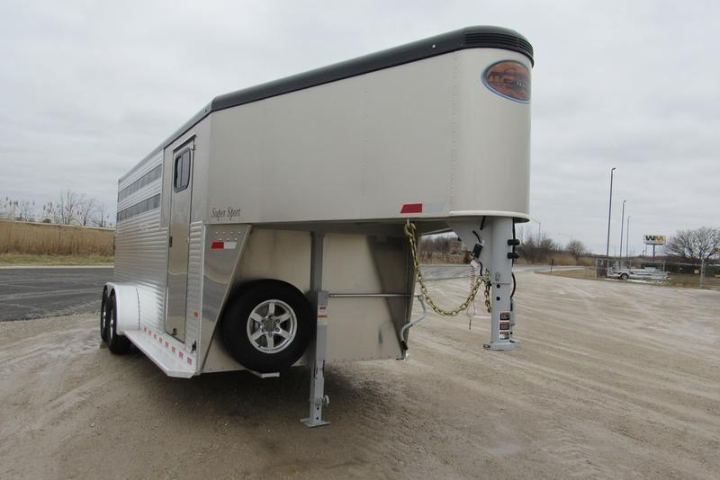 2020 Sundowner Trailers Super Sport 4H w/ 2' SW Dress Horse Trailer