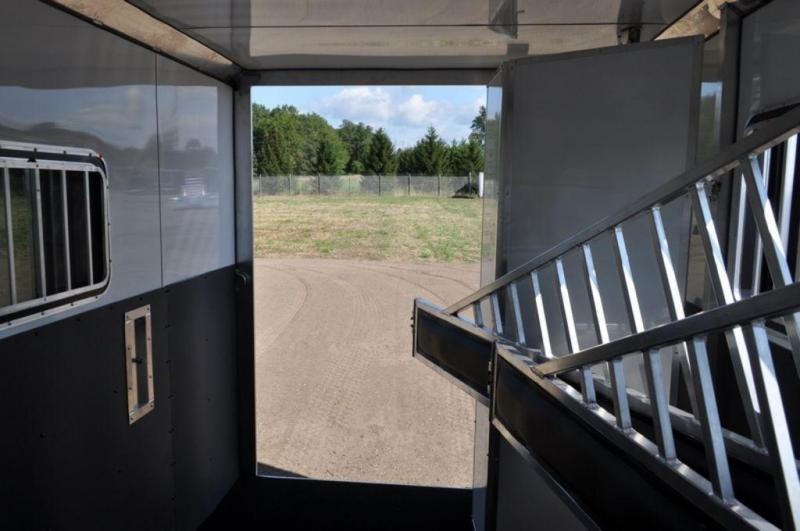 2017 Frontier 3 Horse Slant All Aluminum Gooseneck Trailer For Sale